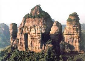 夏日专线 丹霞山、南华寺、百丈崖、南岭公园三天团